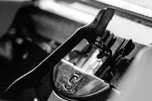 typewriter-1156826_640 (1)